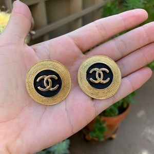 💯 Authentic CHANEL CC Round Gold Vintage Earrings
